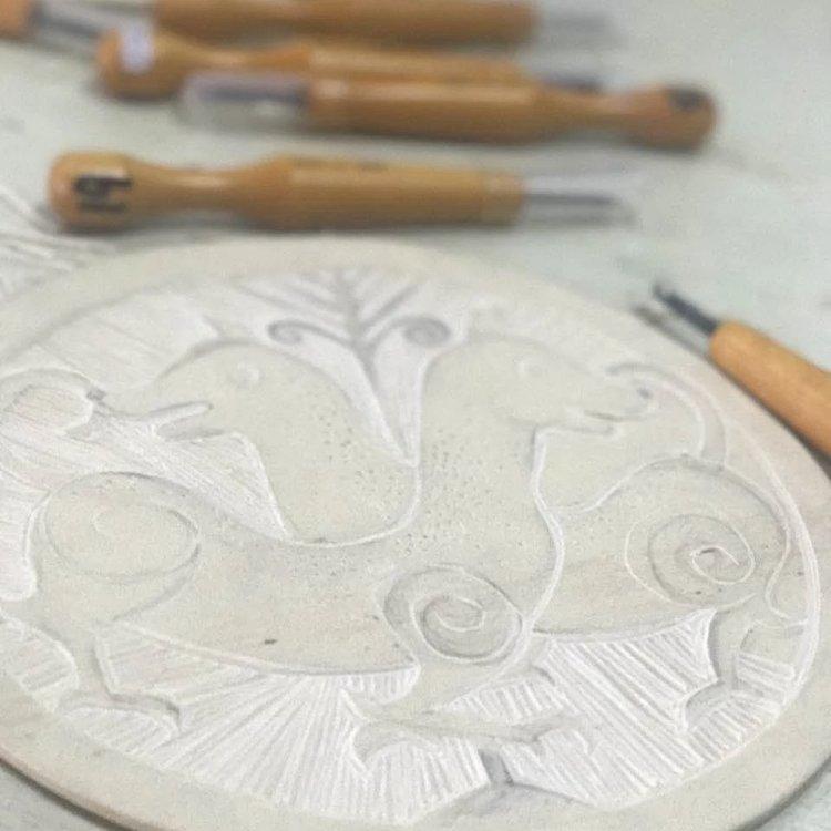 版画橡皮板,圆直径20厘米,不卡刀,横竖好刻.镜片纸外