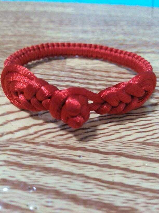 琵琶盘扣红绳手链,复古的感觉,新颖的编法,让你体会不图片