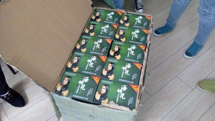 印度海娜花 纯植物黑发产品 该产品是使用海娜做原料