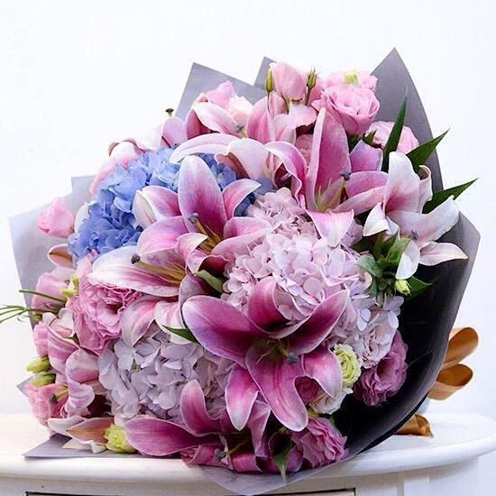 超唯美百合搭配绣球花鲜花花束!