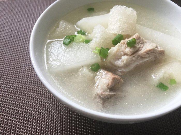 #山饕情食谱#秋冬滋补竹荪萝卜排骨汤