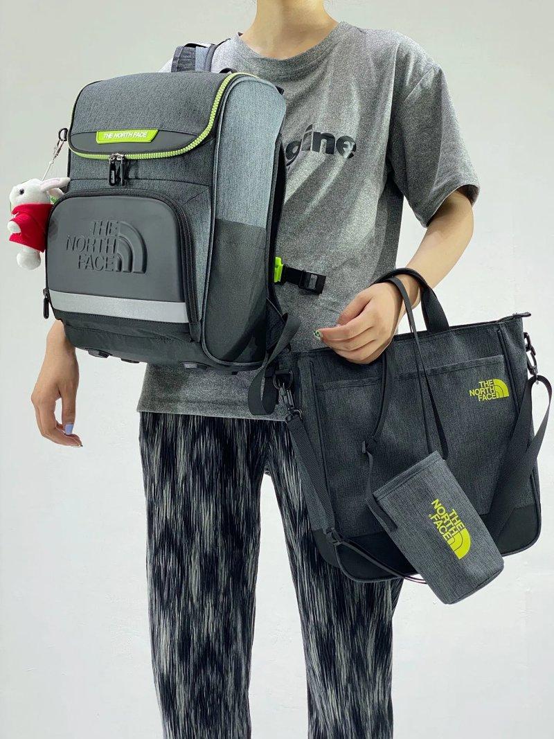 仅剩黑灰色、4-14岁全套上学套装!TNF 学生双肩包 三件套 (双肩包+手提袋+水杯袋) 349元包邮(专柜1199元) 买手党-买手聚集的地方